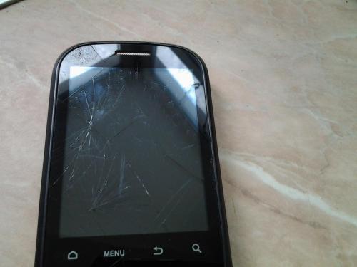 Сломанный телефон